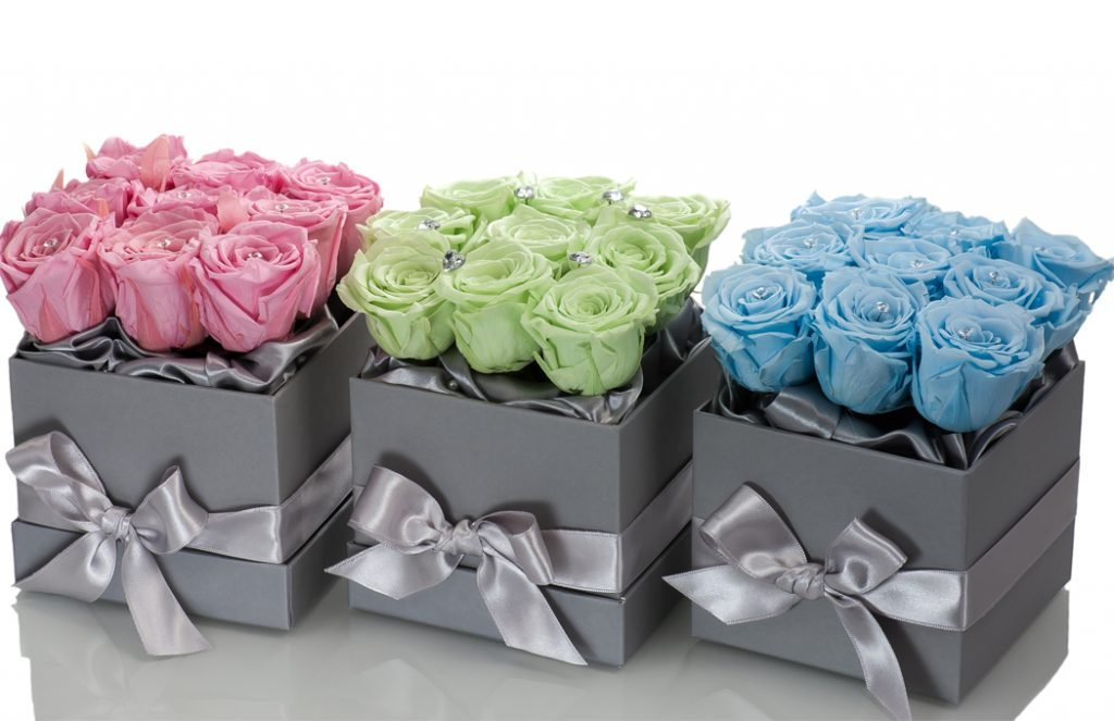 Infinity-green-roses-in-a-box