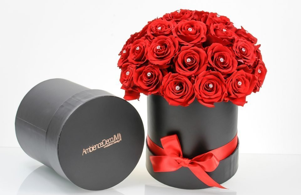 Forever-Red-Roses-in-a-Hat-Box