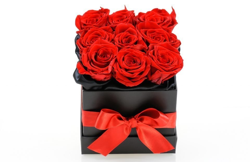 Red-infinity-roses-in-a-box