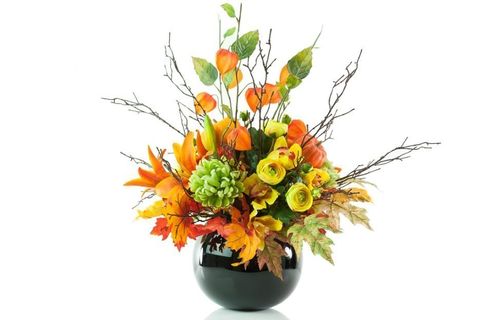 King-lilies-and-Chinese-lantern-in-Halloween-arrangement