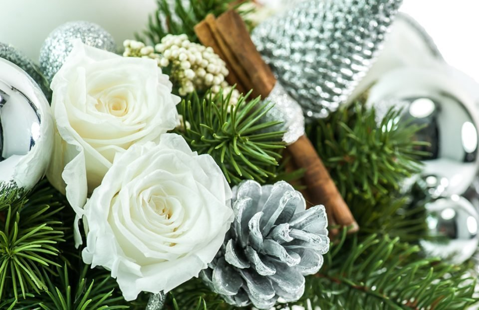 Christmas centerpiece-with-pillar-rustic-candle