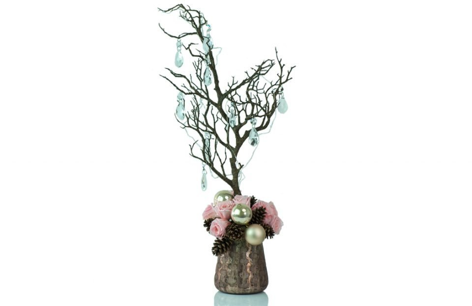 Christmas-centerpiece-with-pink-infinity-roses