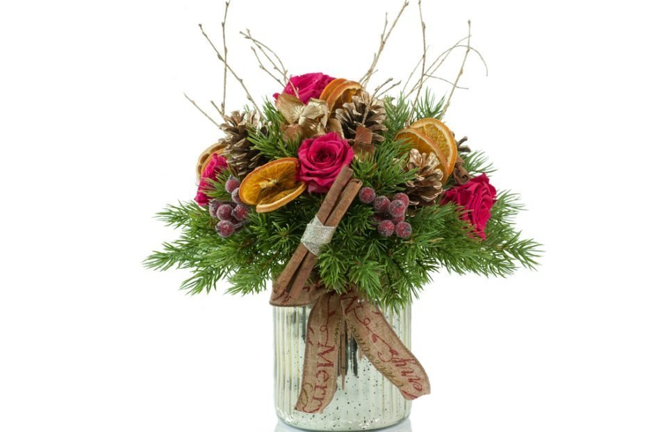 Christmas-centerpiece-in-a-gold-vase