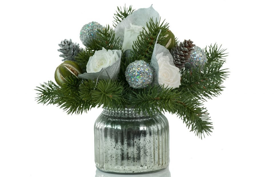 Christmas-centerpiece-in-silver-vase