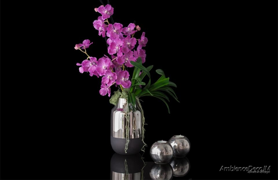 Artificial vanda orchids i vase