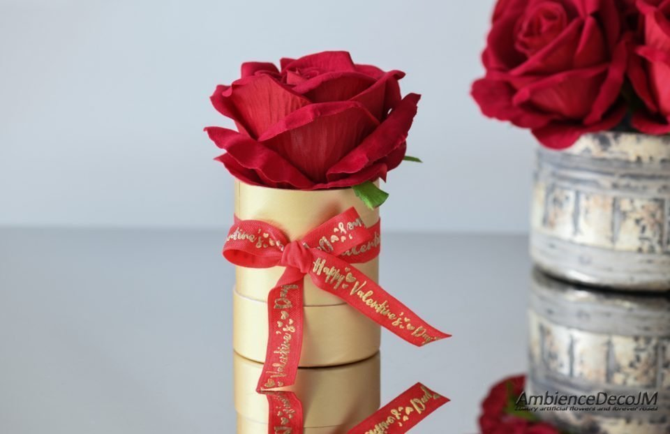 single boxed velvet rose